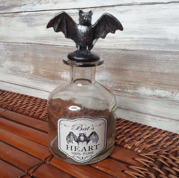 Decorative Valentine's bottle-Bat Hearts